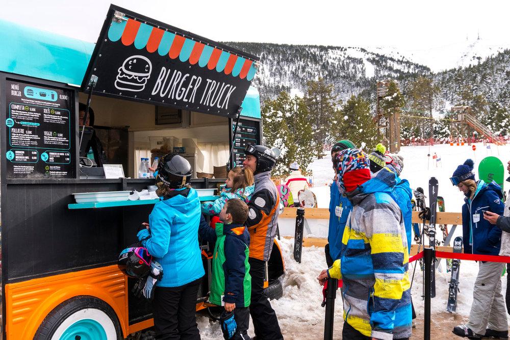 Food truck au pied des pistes de ski de Port Ainé... - © Port Ainé - FGC