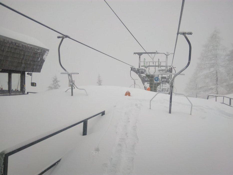 4 metry śniegu spadły w ostatnich dniach w ośrodku Loser Bergbahnen Altaussee - © facebook - Loser Bergbahnen Altaussee Salzkammergut