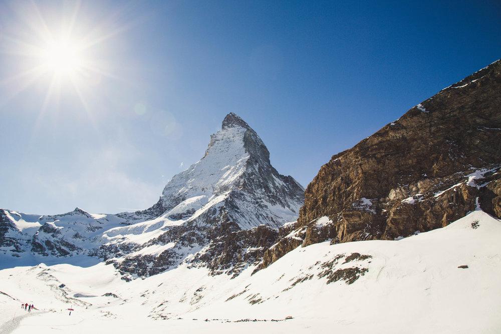 Matterhorn, jak je k vidění od horní stanice sedačkové lanovky Hirli - © Skiinfo | Sebastian Lindemeyer
