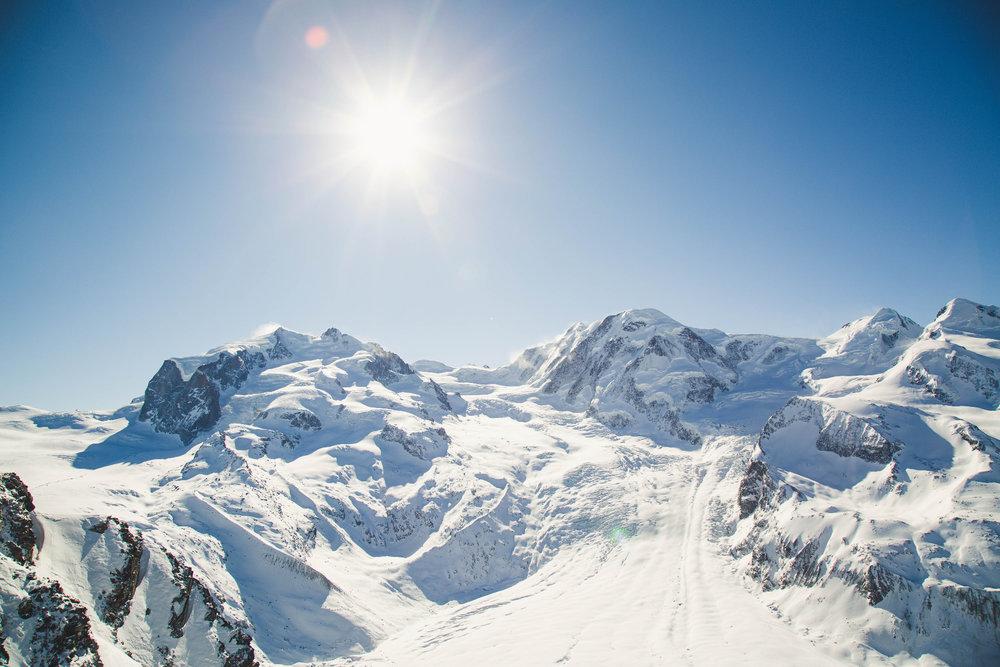 Blick vom Gornergrat auf Liskamm und das Monte Rosa Massiv - © Skiinfo | Sebastian Lindemeyer