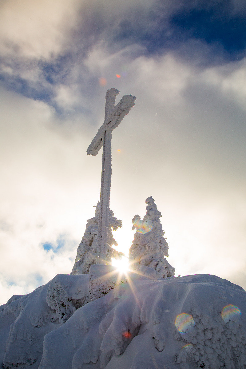 Gipfelkreuz an der Bergstation der Fleckalmbahn - © Skiinfo