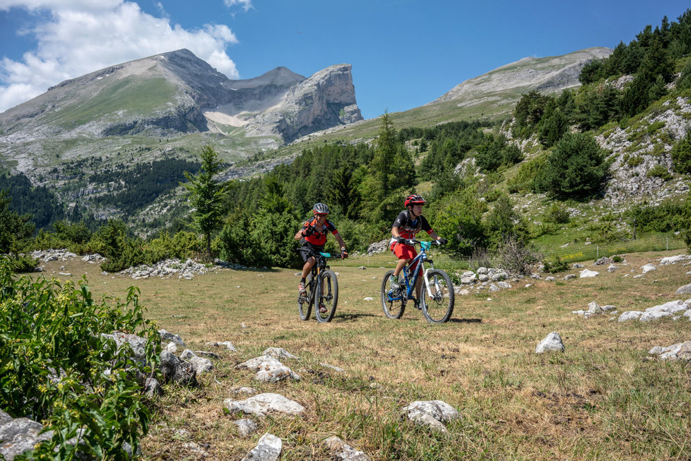 Préparez vos vélos, faites le stock d'énergie et lancez-vous pour la nouvelle édition de la rando VTT l'Eterlou dans le Dévoluy ! - © eterlou-vtt.com