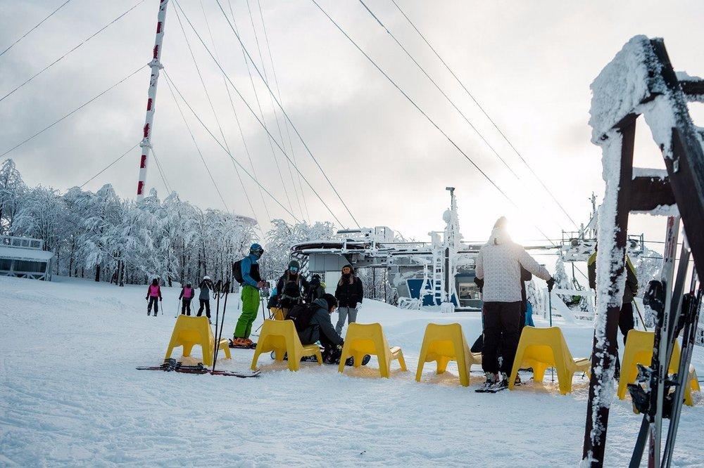 Veľmi dobré snehové podmienky a veľa prírodného snehu v lyžiarskom stredisku Skalka Arena - © Skalka Arena