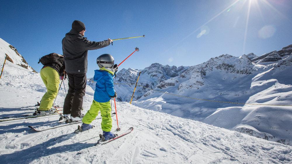 Ski en famille sur le domaine de Gavarnie Gèdre - © AGENCE TOURISTIQUE DES VALLÉES DE GAVARNIE