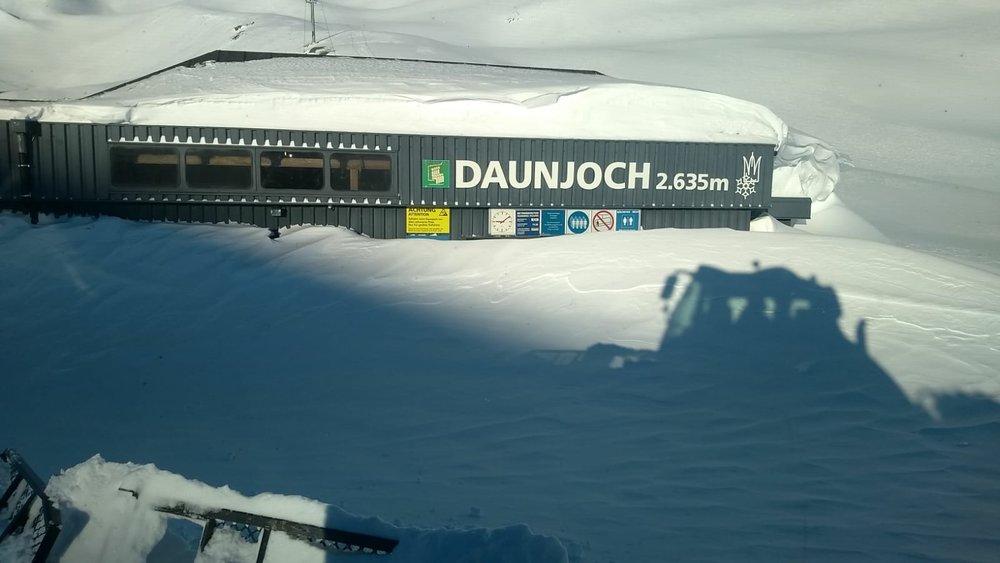 Eingeschneite Sesselbahn Daunjoch  - © Stubaier Gletscher