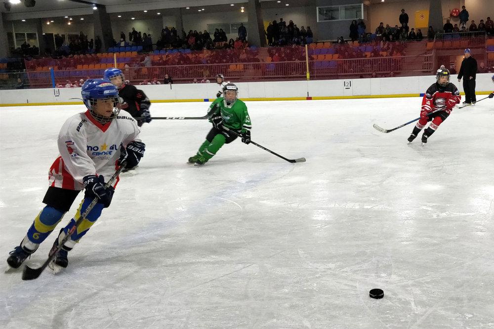 Le Trophée Bauer des Petits Champions : le plus grand rassemblement de hockey mineur d'Europe. - © OT d'Orcières