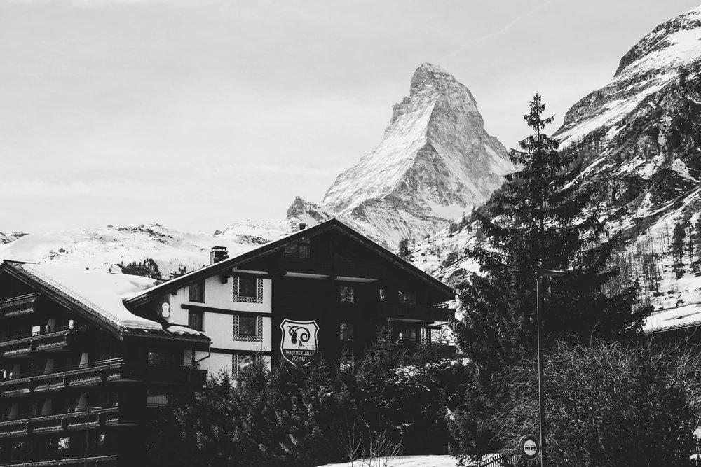 Matterhorn je přirozeně nejvýznamnější kulisou Zermattu - © Skiinfo | Sebastian Lindemeyer