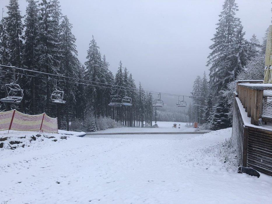 Na Lipne napadol čerstvý sneh (13.11.2019) - © facebook | Skiareál Lipno