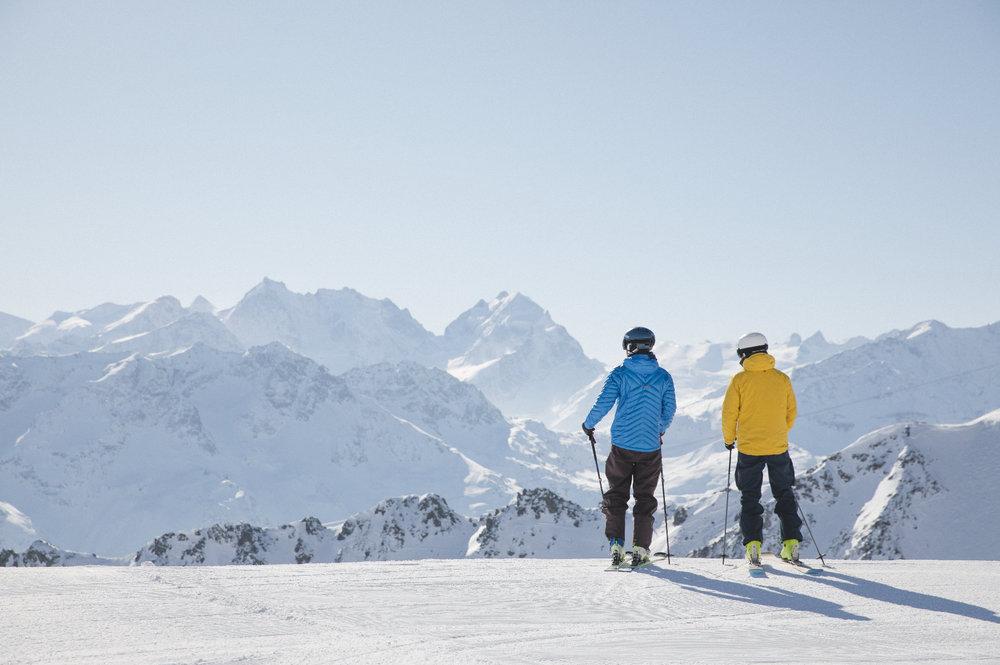 Skifahrer auf dem Hausberg von St. Moritz Corviglia - © Filip Zuan