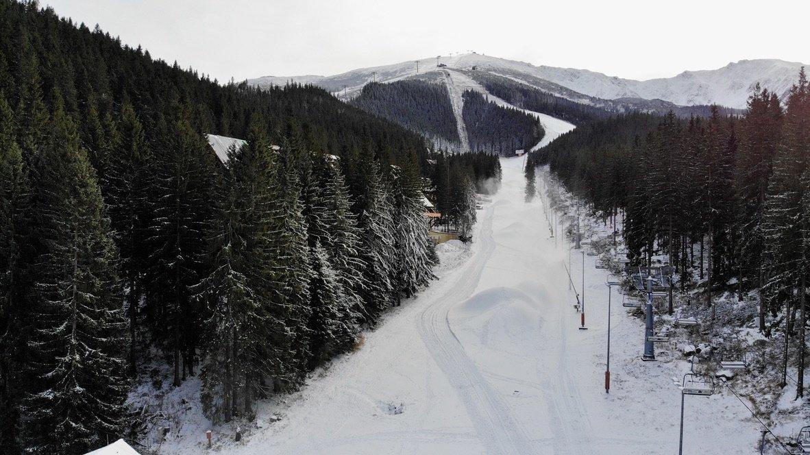 Prípravy na spustenie lyžiarskej sezóny v Jasnej - © TMR, a.s.