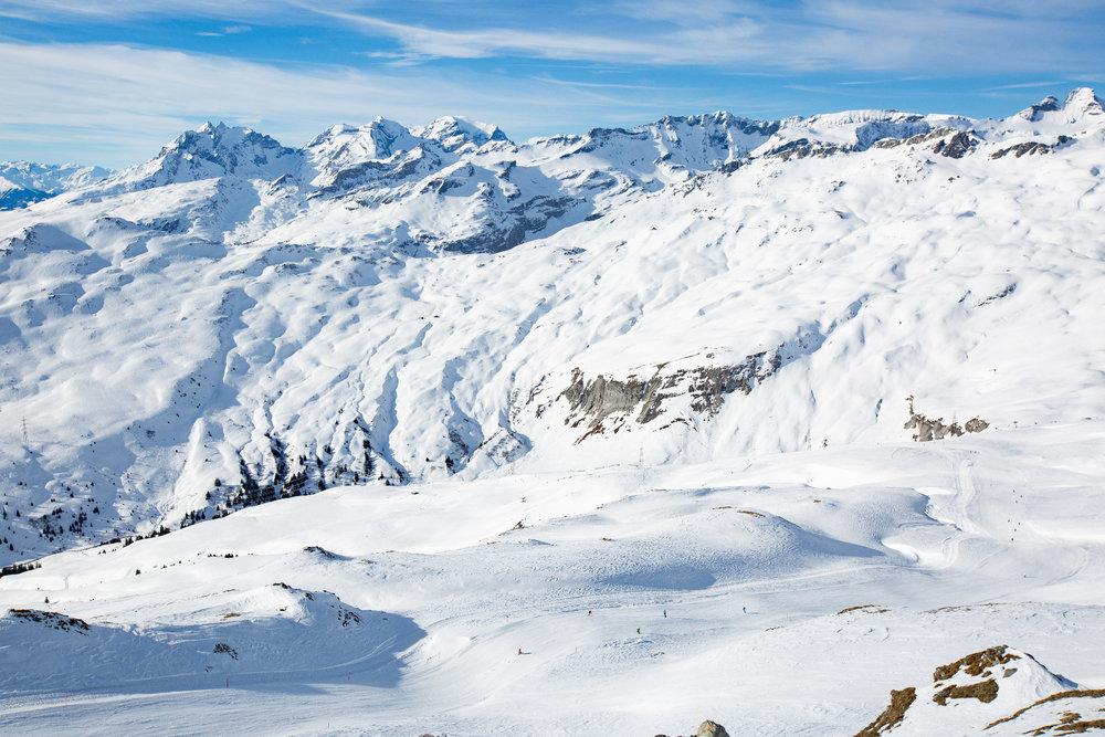 Ausblick vom Crap Masegn (2477m) auf die Piste 44 - © Skiinfo | Sebastian Lindemeyer