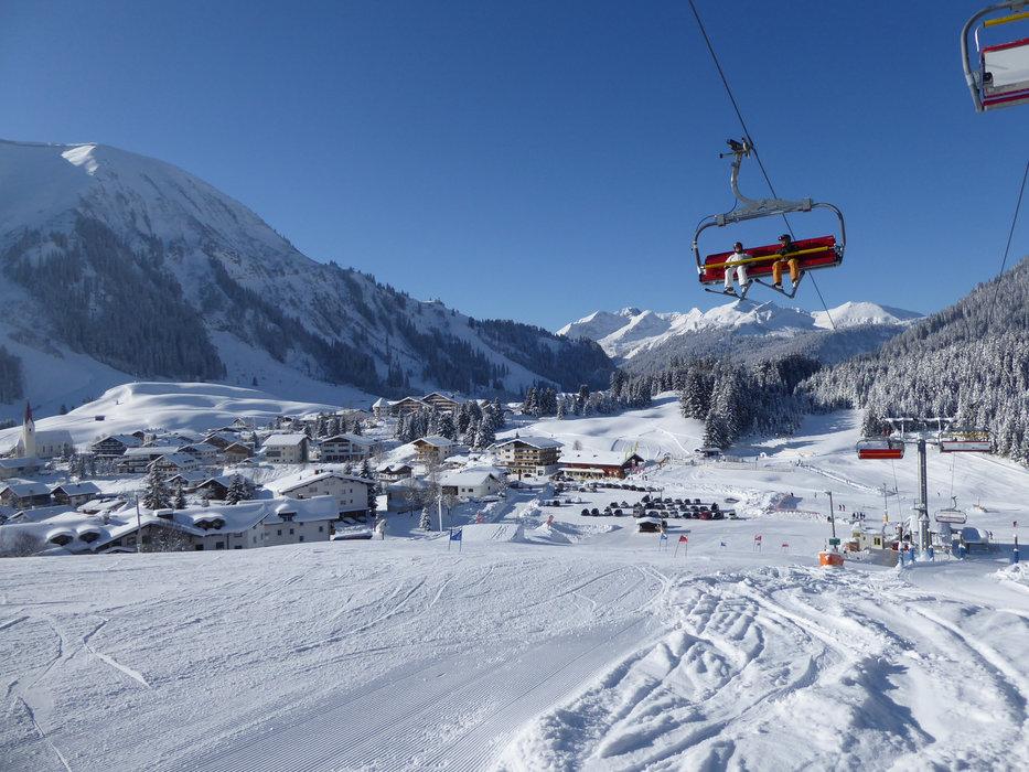 Skifahren in der Skiarena Berwang-Bichlbach - © Tiroler Zugspitz Arena