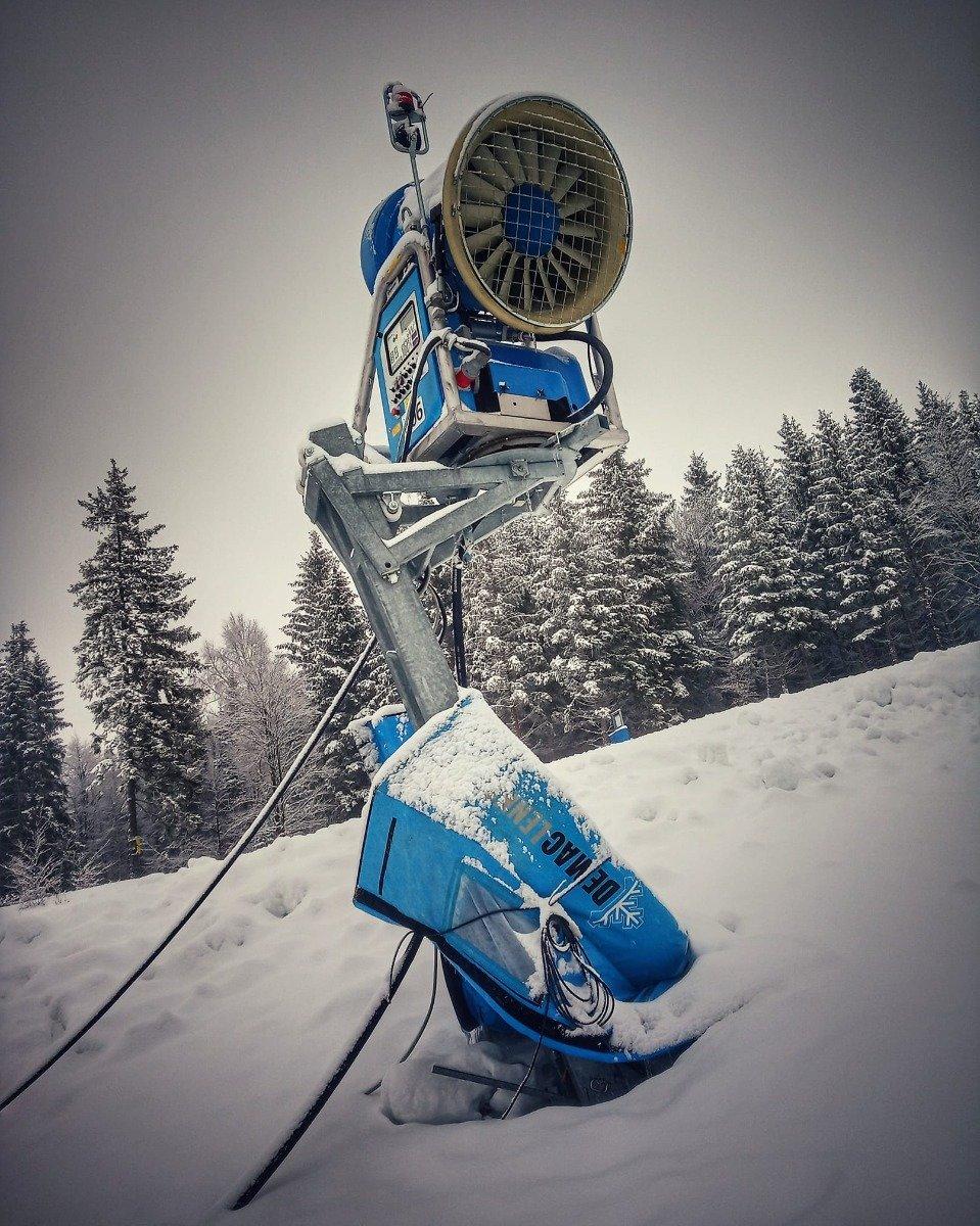 Sněžné dělo ve Ski Aréně Karlov - © facebook | Ski Aréna Karlov