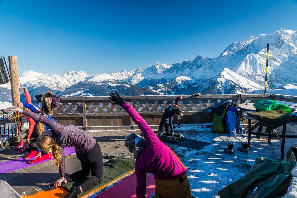 Week-end carte blanche à Saint-Gervais : L'occasion de tester et s'initier à une tentaine d'activités sportives ou de détente (comme ici le yoga) - © STBMA