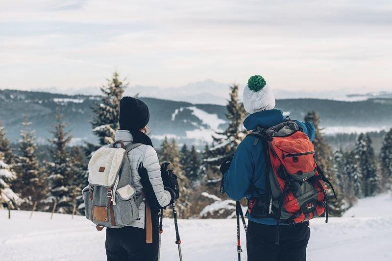 Prendre le temps de vivre et d'admirer le paysage, une belle suggestion du slow ski... - © M.COQUARD et E.DETREZ / Montagnes du Jura
