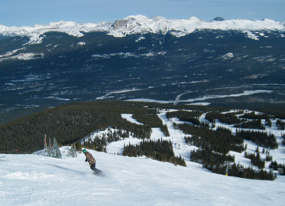 A snowboarder descends Marmot Basin. Photo by Becky Lomax.