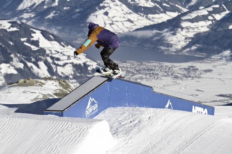 Box mit Knick und kleinem Step Down - © stefandrexl.com / Overview Gletscherbahnen Kaprun AG /Kitzsteinhorn
