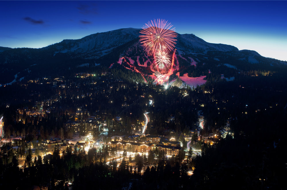 Night of Lights at Mammoth Mountain features fireworks with a spectacular background - © Mammoth Mountain