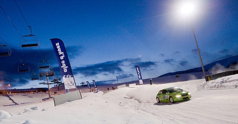 Conduire sur la neige ou la glace, cela ne s'improvise pas... - © Laurent-Salino / OT Alpe d'Huez