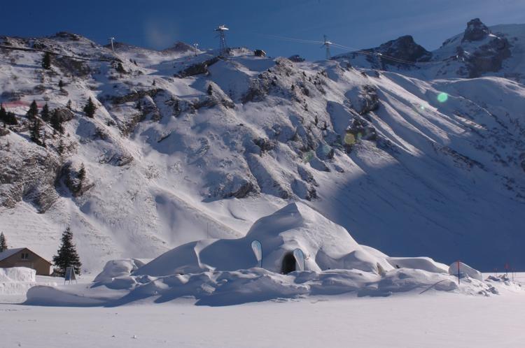Il paese degli igloo, Iglu-Dorf