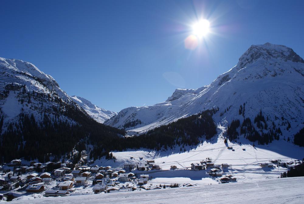 Aussicht auf Lech von der Rud-Alpe. Ebenfalls eine empfehlenswerte Hütte für die Mittagspause! - © Gernot Schweigkofler