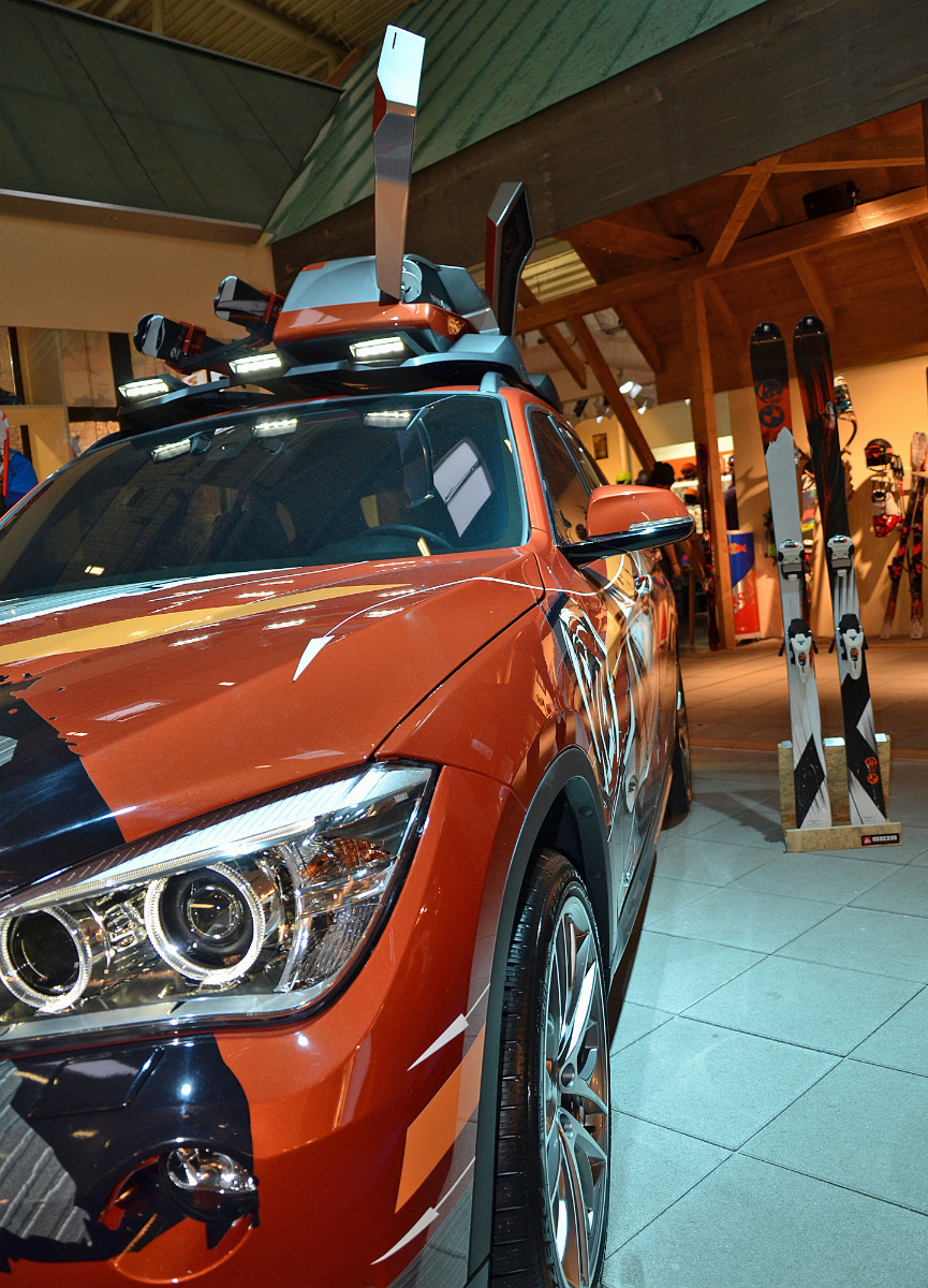 A BMW with K2 design at ISPO 2013 - © Skiinfo