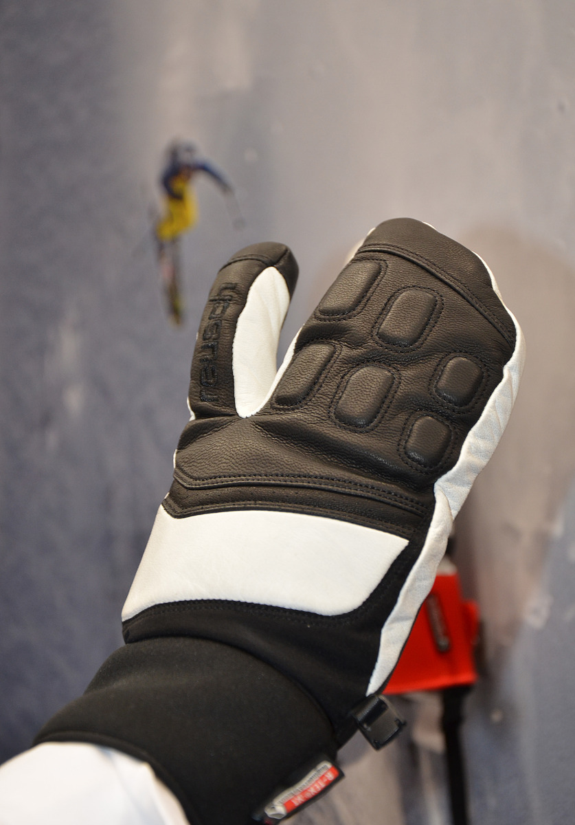 Development supported by Daron Rahlves: Reusch's new freeride glove - ©Skiinfo