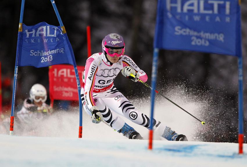 Maria Höfl-Riesch führt ihren Achtelfinallauf an - es sollte ihre dritte Medaille werden - © Alexis Boichard/AGENCE ZOOM