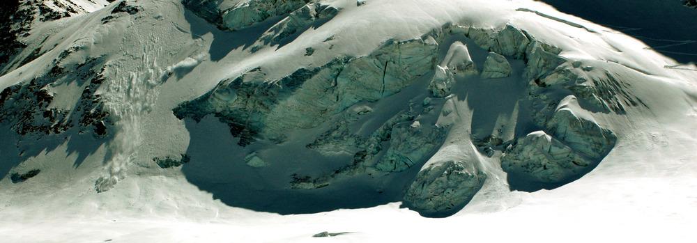 Jeppe Hansen flænser is på glacier de la girose i La Grave - © Thomas Thenander