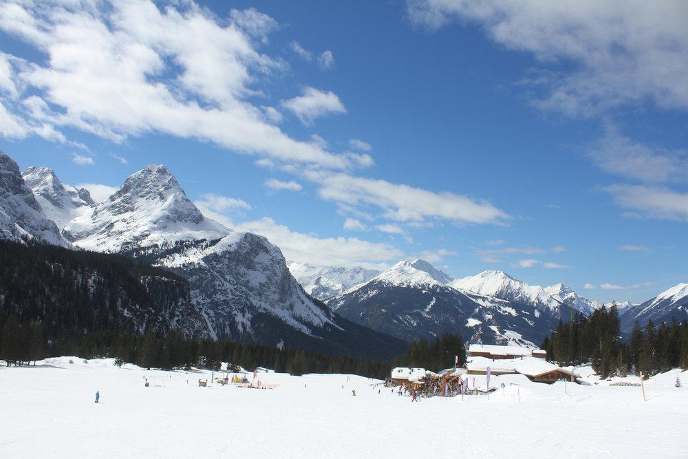 Ein tolles Panorama: Unterwegs im Skigebiet Ehrwalder Alm - © Skiinfo.de