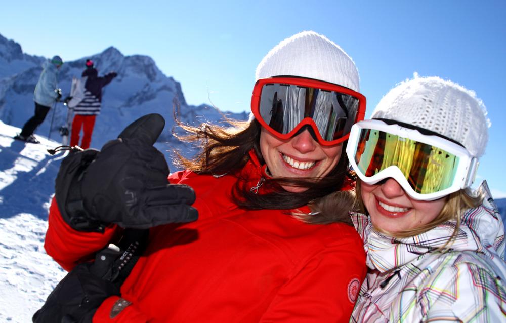 Ski entre amies aux 2 Alpes de début novembre à fin avril... - © © Office de Tourisme Les 2 Alpes / Bruno LONGO