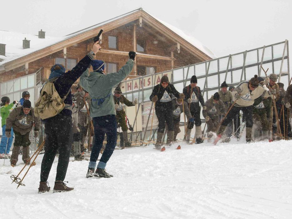 Start des Nostalski-Fernlaufs auf der Schmittenhöhe - © Juliane Matthey