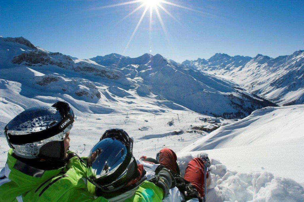Skier en avril, c'est avant tout profiter d'une neige abondante, d'un soleil généreux et de prix très attractifs...
