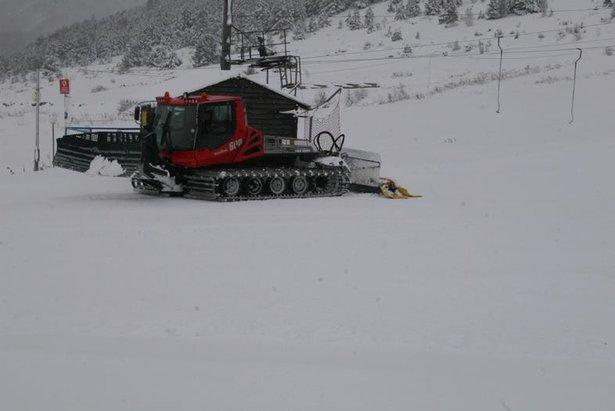 Les dameuses de Porte Puymorens s'activent afin de peaufiner les pistes de ski en vue de l'ouverture anticipée du 22 novembre