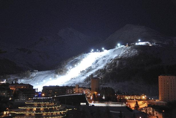 Nočná lyžovačka v Sestriere  - © Vialattea