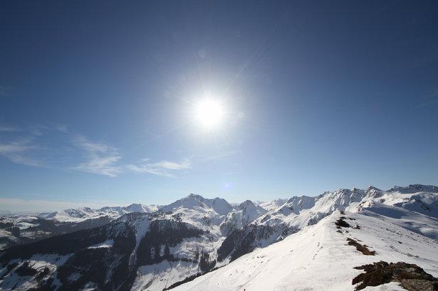 Schneebericht: Sonnenskilaufen in den Skigebieten, etwas Neuschnee zum Wochenende- ©Skiinfo