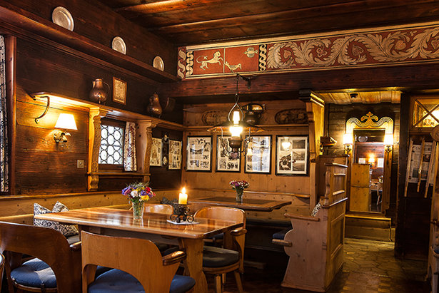 Cosy atmosphere of the Chesa Bar in Klosters  - © Chesa Bar