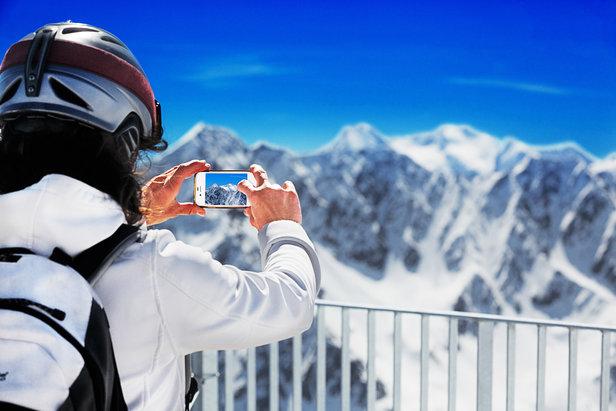 """Avec sa """"conciergerie virtuelle"""" (sur Twitter) et son application pour smartphone #grandtourmalet, Le Grand Tourmalet est plus que jamais une destination ski connectée !"""