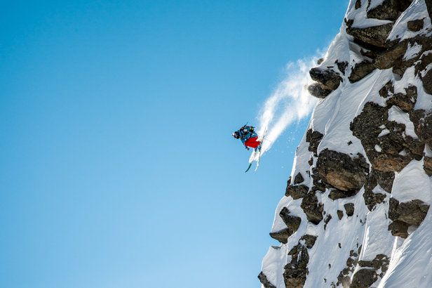 Wahnsinns-Cliff-Drop bei der Freeride World Tour