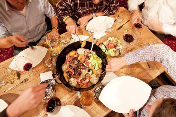 Heerlijk eten in de Stöcklalm.  - © Skiwelt Wilder Kaiser Brixental.