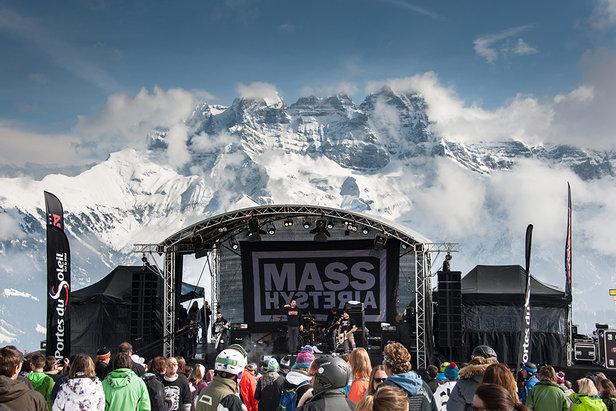 Skier au rythme de la musique sur les pistes des Portes du Soleil pour le « Rock The Pistes »  - © J.B Bieuville