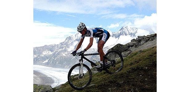Racen met deze achtergrond is niet bepaald een straf.  - © www.aletsch-bikemarathon.ch