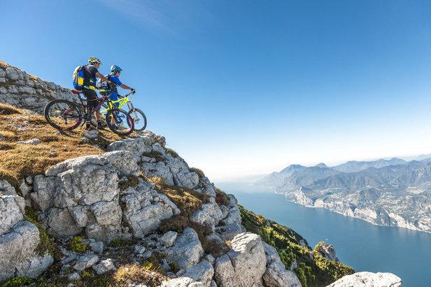 Mountainbiker am Monte Altissimo di Nago