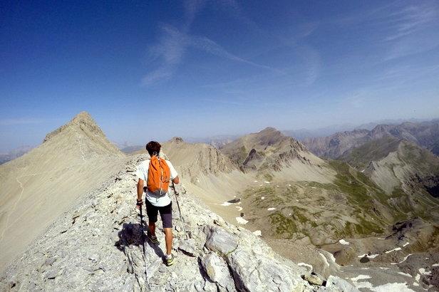 Marcher, courir, grimper, pédaler, ou encore voler, tel est le défi que s'est lancé Nicolas Jean pour tenter de gravir 63 sommets de la vallée de l'Ubaye en seulement 20 jours