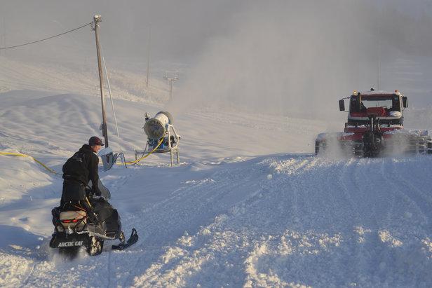 Siste dag før åpning, det jobbes på spreng...- ©Valdres Alpinsenter