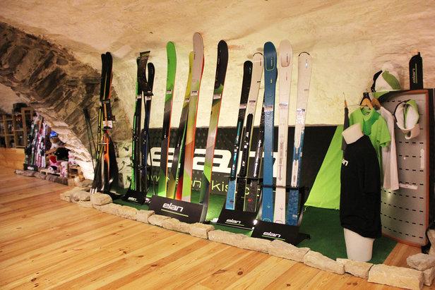 Le shop Mountain Service propose l'ensemble de la gamme Elan en location ou à l'achat