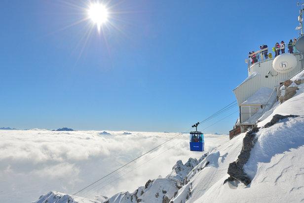 W Sankt Anton  na szczyt Valluga wwozi narciarzy miniaturowa gondola   - © TVB St. Anton am Arlberg / Josef Mallaun