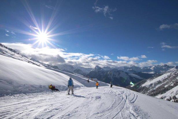 Nemusíte sa obávať vyraziť na dovolenku mimo hlavnú sezónu – aj v januári sú snehové podmienky vynikajúce a zjazdovky sú pritom poloprázdne  - © La Plagne/Facebook
