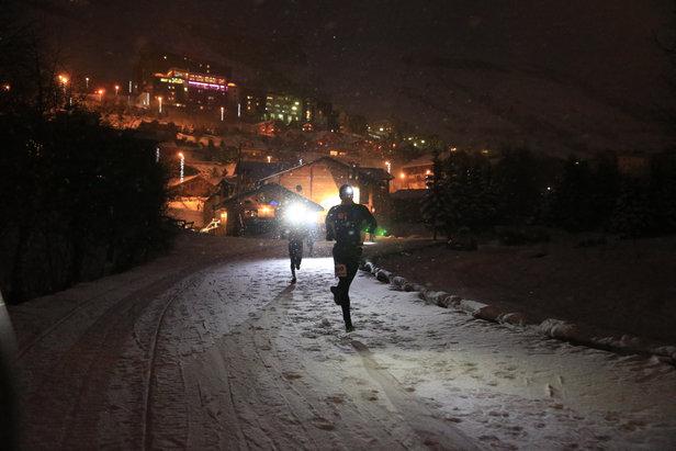 Le trail sur neige, vous connaissez, le trail en nocturne également, mais les deux conjugués sans doute pas... C'est le concept du 2 Alpes Night Snow Trail