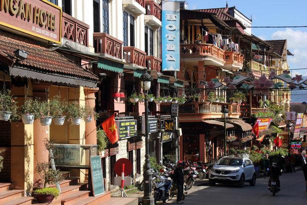 Eine geschäftige Straße in Sapa